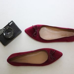 NWOT Banana Republic Pointy Velvet Flat | 8